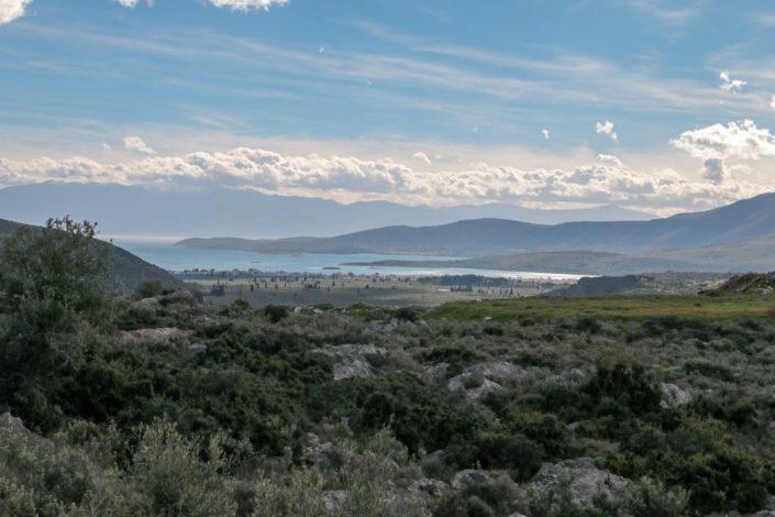 Sicht auf die Hafenstadt Itea