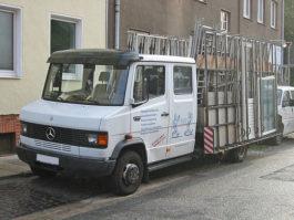 MB 711 D Pritschenwagen mit Doppelkabine und Glaseraufbau