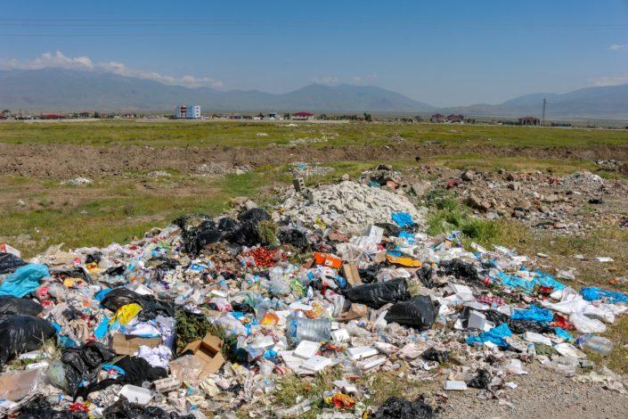 Plastik und Bauschutt überall
