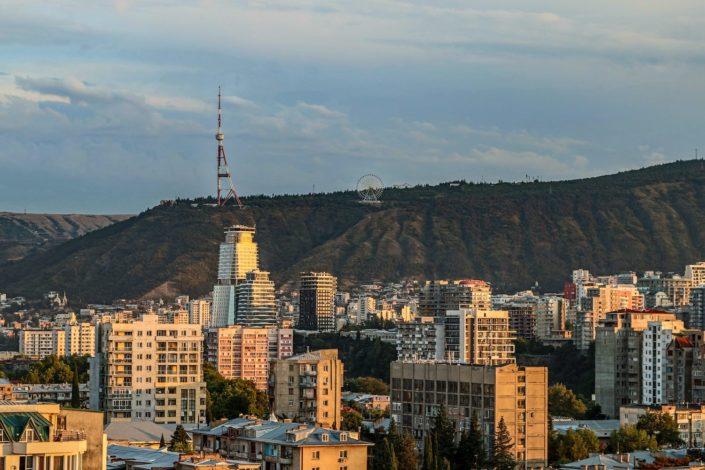 Sicht auf den Fernsehturm der Stadt
