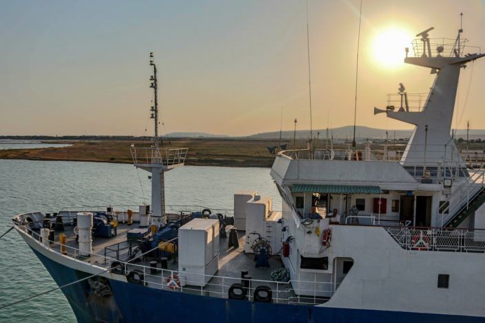Im Hafen von Alat