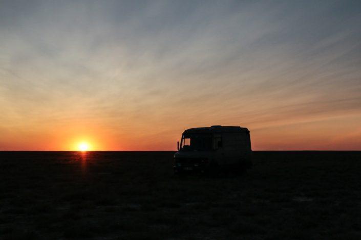 Sonnenuntergang über der Steppe