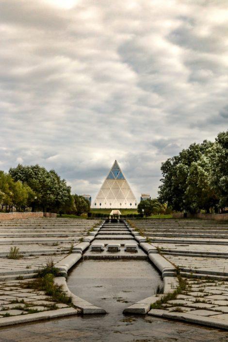 die Pyramide vom Park aus
