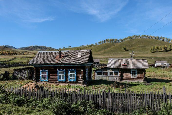 typisches Häuschen im Altai