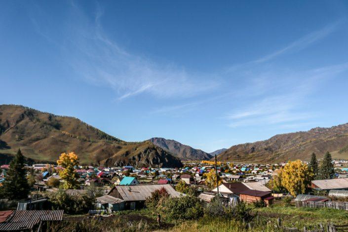 überall bunte Dächer - Dorf in Altai