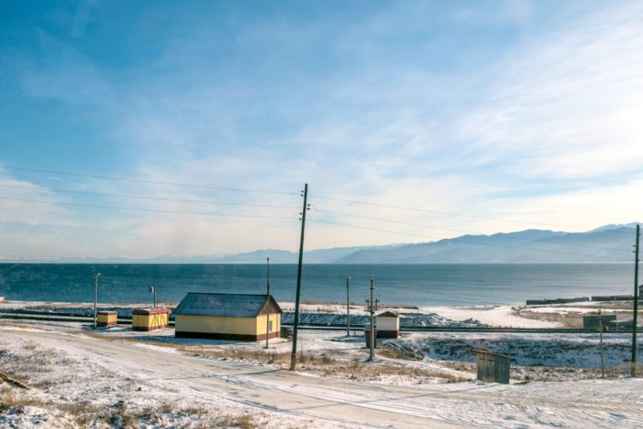 Farbenfrohe Siedlungen sind für Sibirien typisch