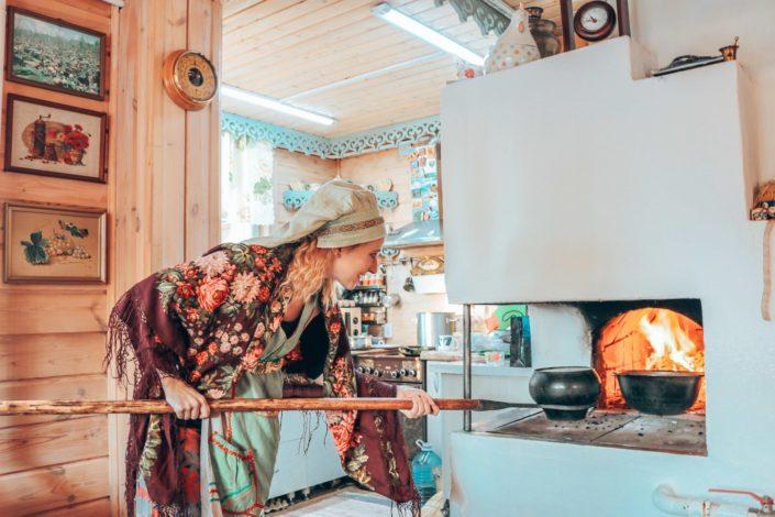 Kochen und Backen im traditionell sibirischen Ofen