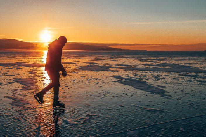Auf dem tiefsten und ältesten Süßwassersee der Erde