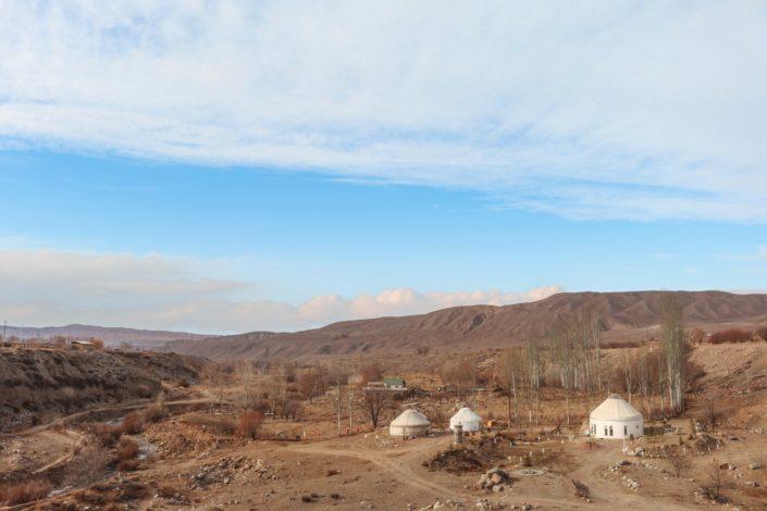 Jurten in der kirgisischen Steppe