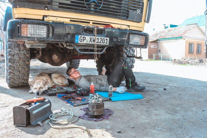 Hannes war die meiste Zeit unter dem Truck zu finden